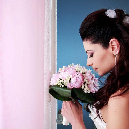 La sposa col bouquet, matrimonio a Torre di Palme, fotografo matrimonio Marche,