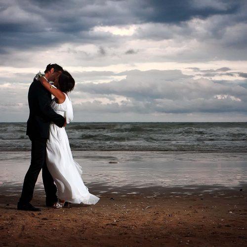 Sposi sulla spiaggia, fotografo matrimonio giulianova, servizio fotografico matrimonio al mare,