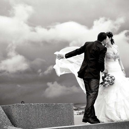 Coppia di sposi al porto di Giulianova, fotografo matrimonio Teramo,