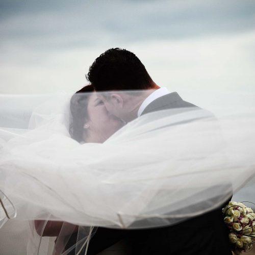 Fotografo matrimonio Giulianova, sposi in spiaggia, fotografo Pescara, servizio fotografico matrimonio Abruzzo, foto di sposi al mare,