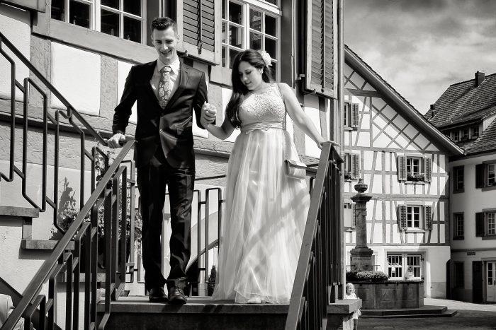 Fotografia matrimoniale della festa all'uscita dal comune di Bülach