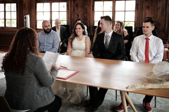Le foto del matrimonio civile, celebrante con sposi e testimoni