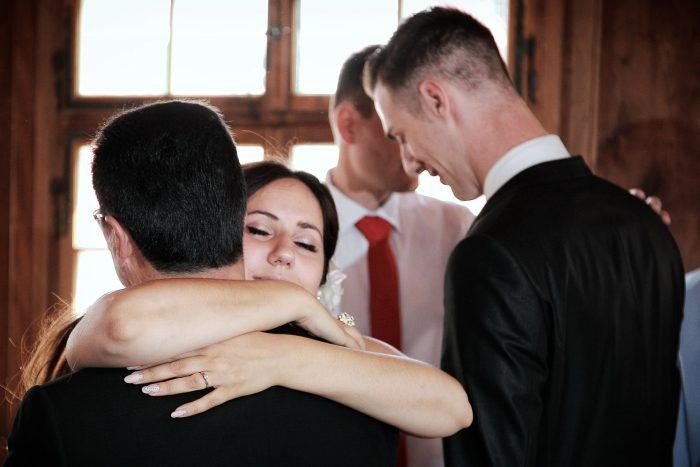 Fotografo a Zurigo, il padre abbraccia la sposa