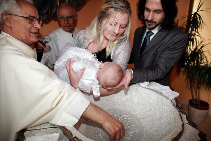 Immagini del rito del Battesimo a Teramo, fotografo Alba Adriatica