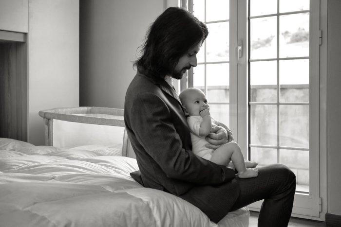 Fotografia emozionale a Giulianova, dolci gesti tra padre e figlia