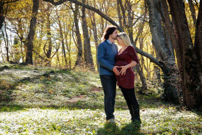 Servizio fotografico di maternità al Bosco di Sant Antonio un cuore pieno di emozioni