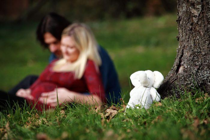 Servizio fotografico di maternità al Bosco di Sant Antonio simpatiche presenze in famiglia