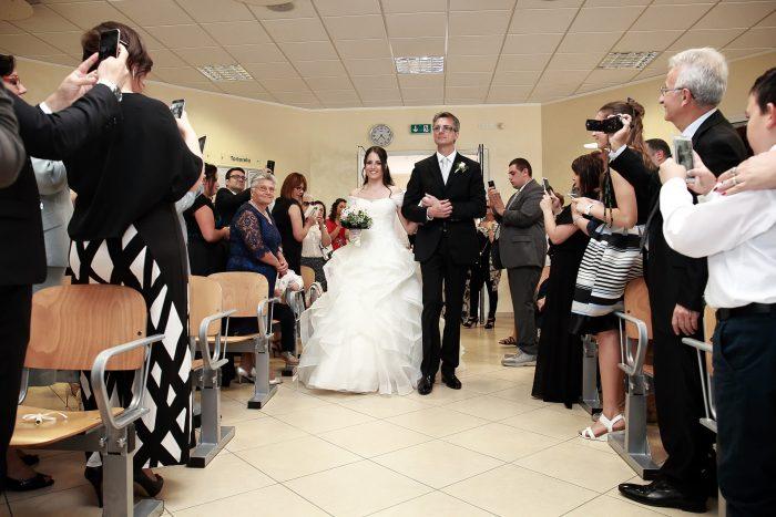 Verso le promesse: il padre accompagna la sposa