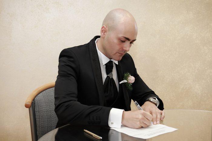 La conferma del matrimonio: la firma dello sposo