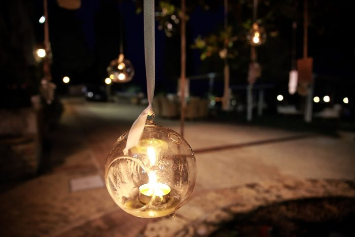 Particolare candela in notturna del Country House San Pietro di Morro d'oro