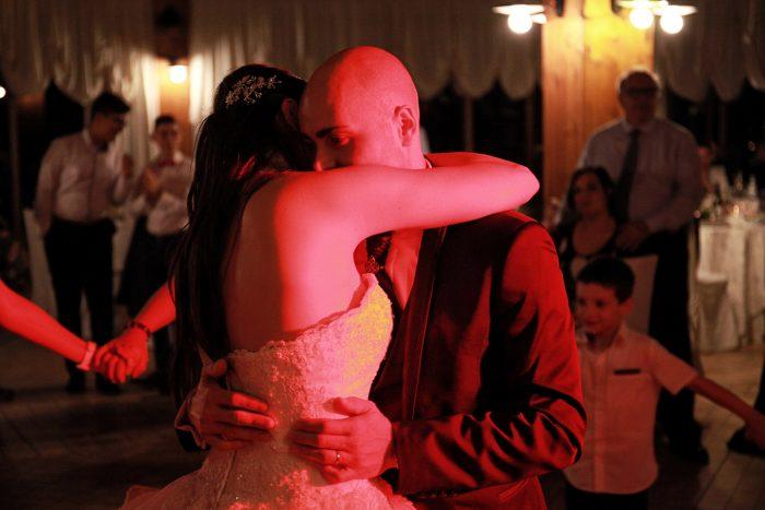 Primo piano sposi durante il ballo