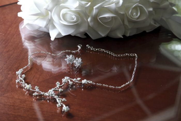 Dettagli del matrimonio, la collana della sposa