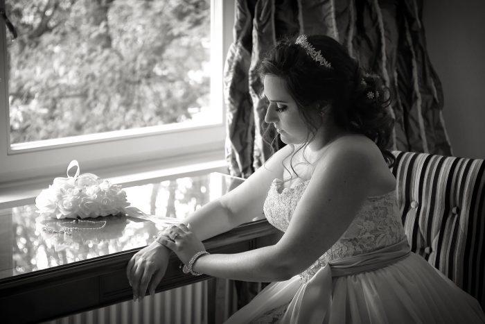 Fotografia di Nozze, particolare gioielli e mani della sposa