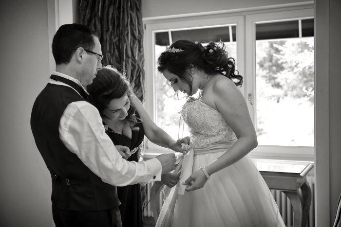 I genitorei della sposa, preparativi cerimonia nuziale nella suite del Parkotel Adler a Hinterzarten, Germania