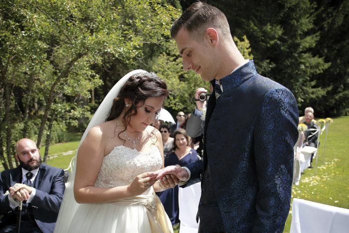 Matrimonio da Favola nella Foresta Nera, lo scambio delle fedi, un momento da ricordare, Hochzeitsfotograf in Switzerland