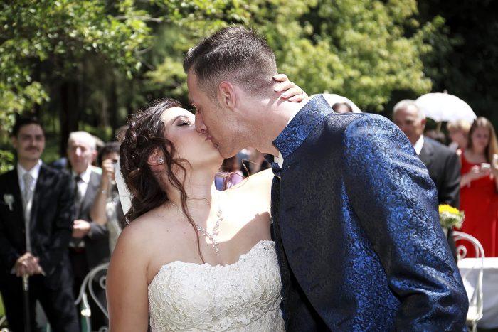 Märchenhochzeit im Schwarzwald, il bacio degli sposi, una fiaba da raccontare con le foto di Mauri Fotostudio, Abruzzo, Hochzeit im Parkhotel Adler
