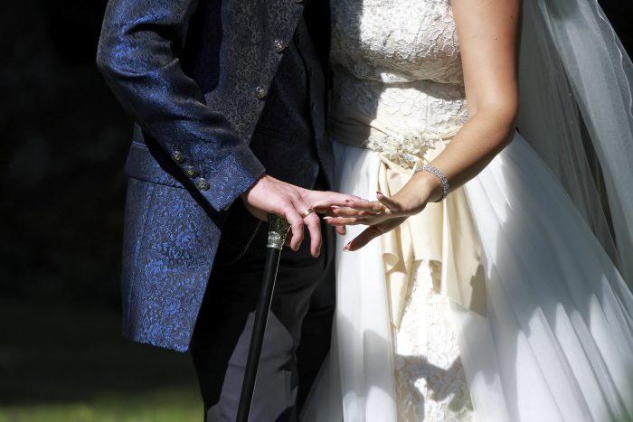 Particolare fotografico delle mani degli sposi, fotografia emozionale,