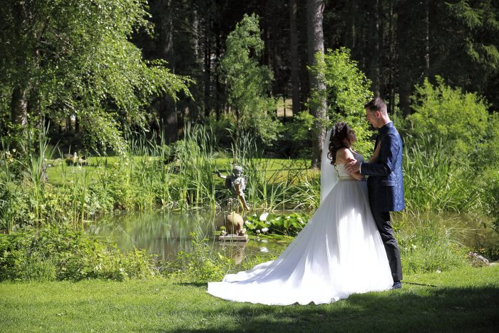Märchenhochzeit im Schwarzwald in Deutschland, in der Schweiz heiraten, gli sposi al Parkhotel Adler ai confini tra Svizzera e Germania, fotografo di matrimonio della Provincia di Teramo, Abruzzo, Swiss wedding photographer