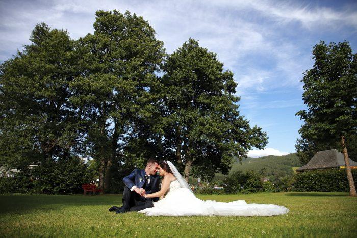 Matrimonio da Favola nella Foresta Nera, fotografia emozionale al lago Titisee, in Germania a Baden-Württemberg, wedding photographer in Switzerland, Mauri Fotostudio fotografo della Provincia di Teramo, Abruzzo e Marche