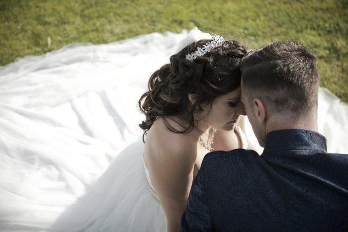 Matrimonio da Favola nella Foresta Nera, intime emozioni tra gli sposi nel parco del Lago Titisee in Germania, con le foto di Mauri Fotostudio, fotografo della Provincia di Teramo, Abruzzo e Marche