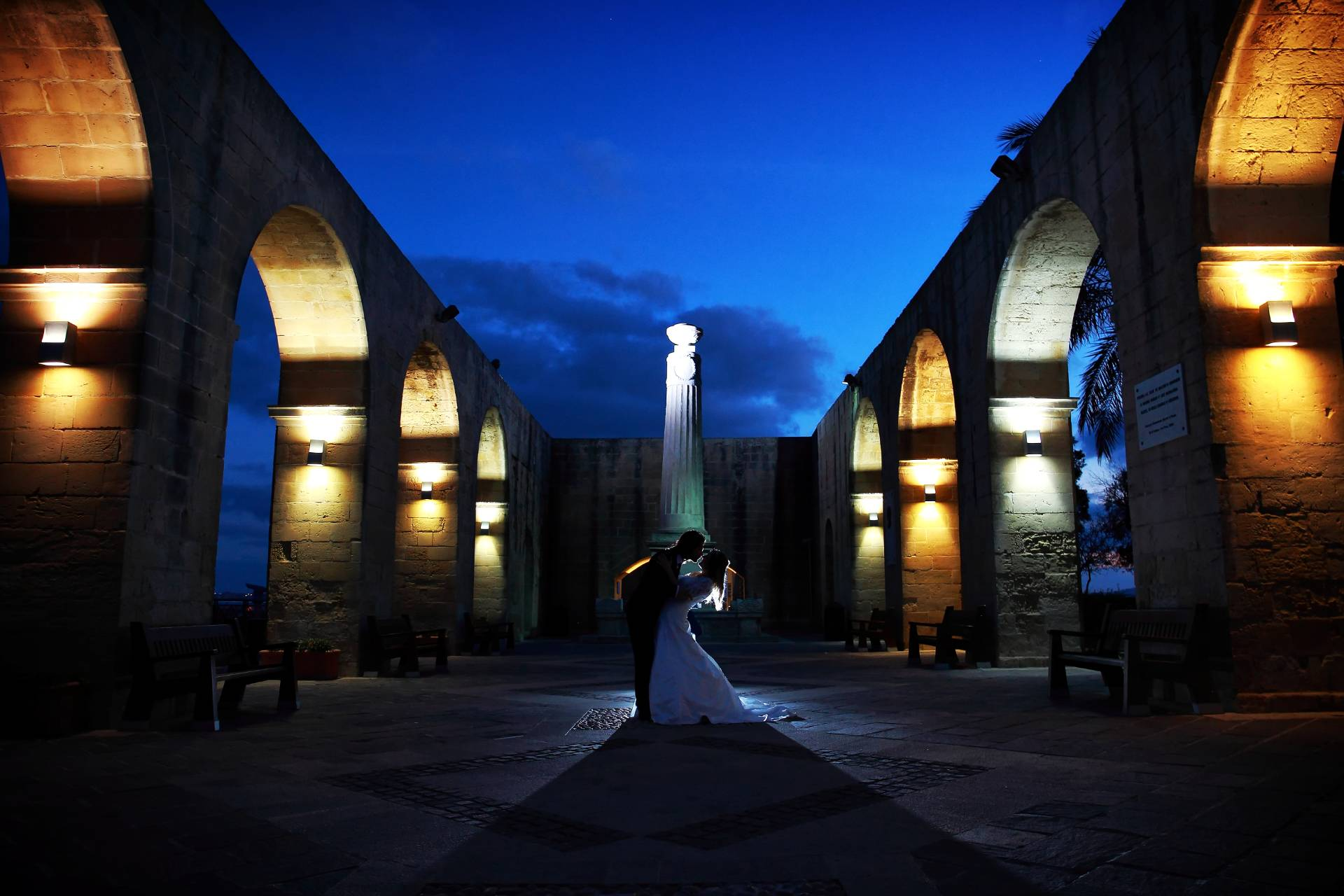Fotografo matrimonio a Malta,best italian wedding photographer La Valletta, Barrakka Gardens just married, miglior fotografo matrimonio,