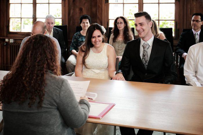 Matrimonio in municipio a Bülach, gli sposi prima del si