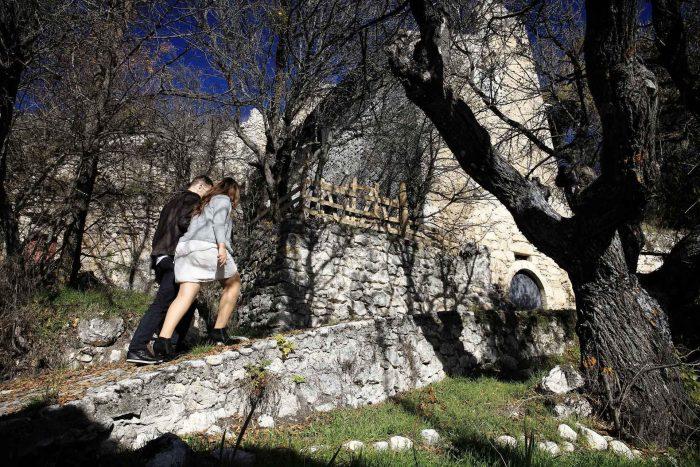 Servizo prematrimoniale a Rocca Calascio inizio sentiero