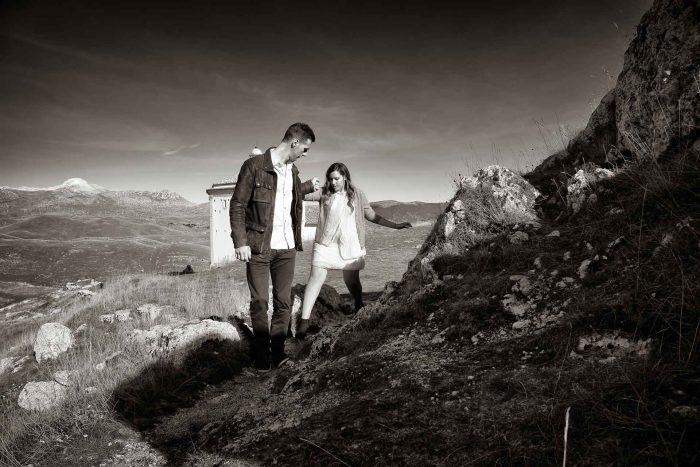 Servizo prematrimoniale a Rocca Calascio lui aiuta lei