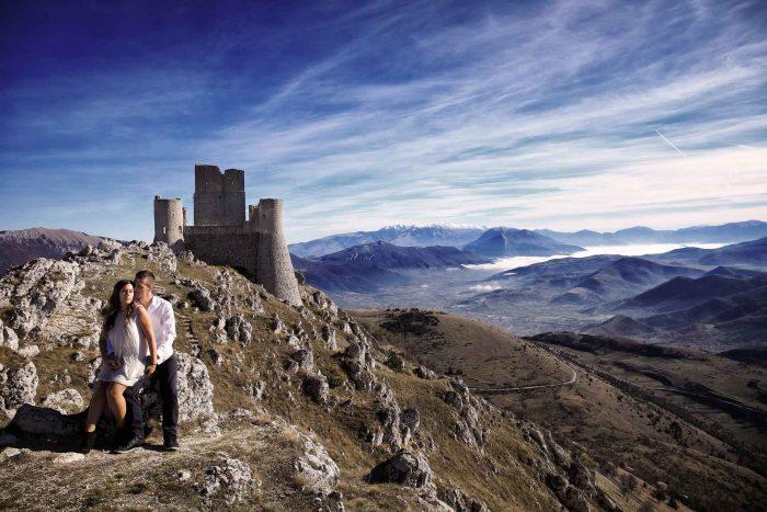 Servizo prematrimoniale a Rocca Calascio castello che domina la valle
