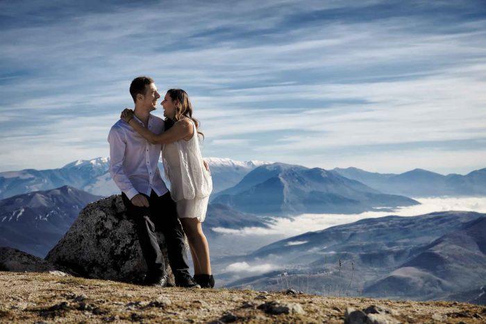 Servizo prematrimoniale a Rocca Calascio risate tra le nuvole