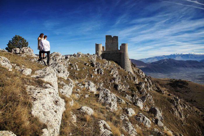 Servizo prematrimoniale a Rocca Calascio ammirando il castello