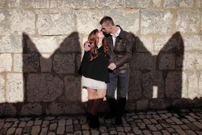 Servizo prematrimoniale a Rocca Calascio bacio merlato