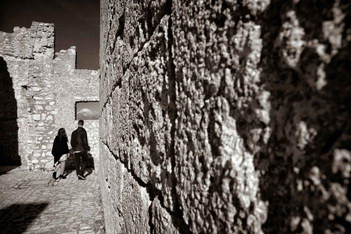 Servizo prematrimoniale a Rocca Calascio girovagando all'interno