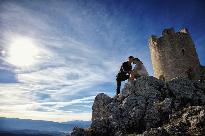Servizo prematrimoniale a Rocca Calascio sognando tra le nuvole
